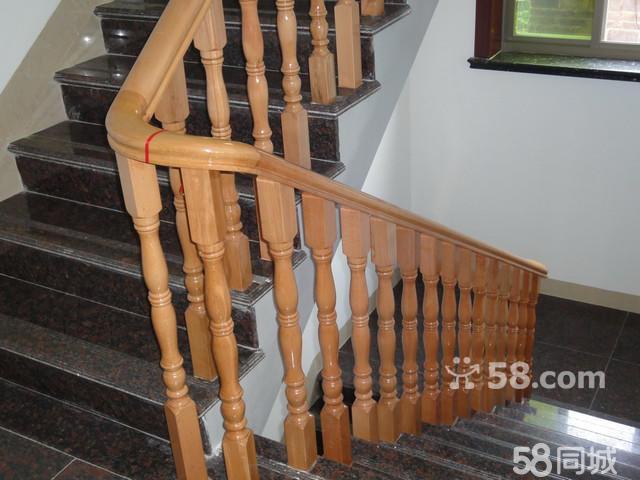 欧洲榉木楼梯扶手安装