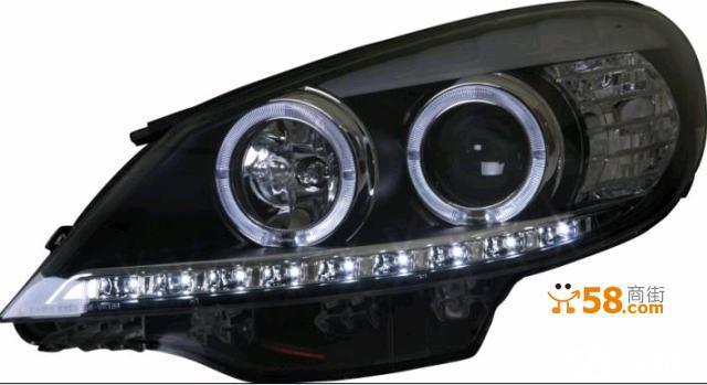 双氙气天使眼前照灯安装流程 步骤一:发动引擎检查原车前照灯的所有功能(含驻车灯、近光灯、远光灯、转向灯或者前雾灯、或微调电机等)是否工作正常,如一切正常后再进行下一步; 步骤二:将车开至宽阔平整地(最好位于车前10米处有墙面的地方),关闭引擎及供电电源,拉紧手刹停稳; 步骤三:拉松引擎盖锁,打开引擎盖并固定好; 步骤四:用修车常用工具(套筒、起子等),将汽车前保险杠或前格栅拆卸下(注意正面朝上摆放),特指日系与欧洲车型,部分美洲车无需拆卸保险杠; 步骤五:卸下原车上的前照灯总成连接插头,注意原车的远近灯电