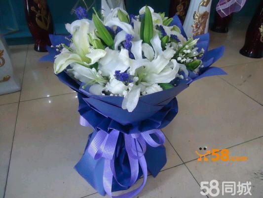 鲜花花束是手工制作,由于每个花艺师对图片上花型的理解会有所不同