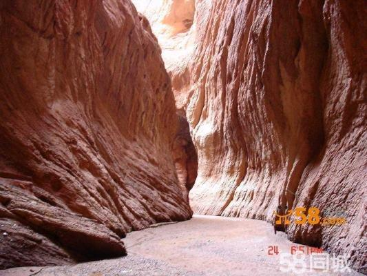 火焰山大峡谷,千佛洞